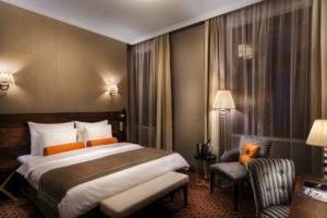 Noční foto hotel Cosmopolitan Praha Jiří Lízler